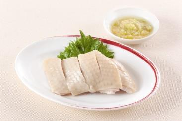 Appetizer of Steamed Chicken with Ginger and Scallion Sauce 蒸し国産鶏の冷菜胡麻ソース 芝麻棒々鶏