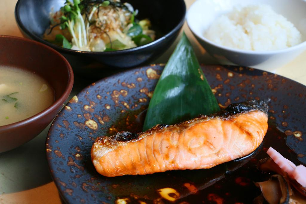 teriyaki sauce Snow Fish Yaki 720 Daikon salad, miso soup, grilled snow fish with salt or teriyaki sauce King Tiger