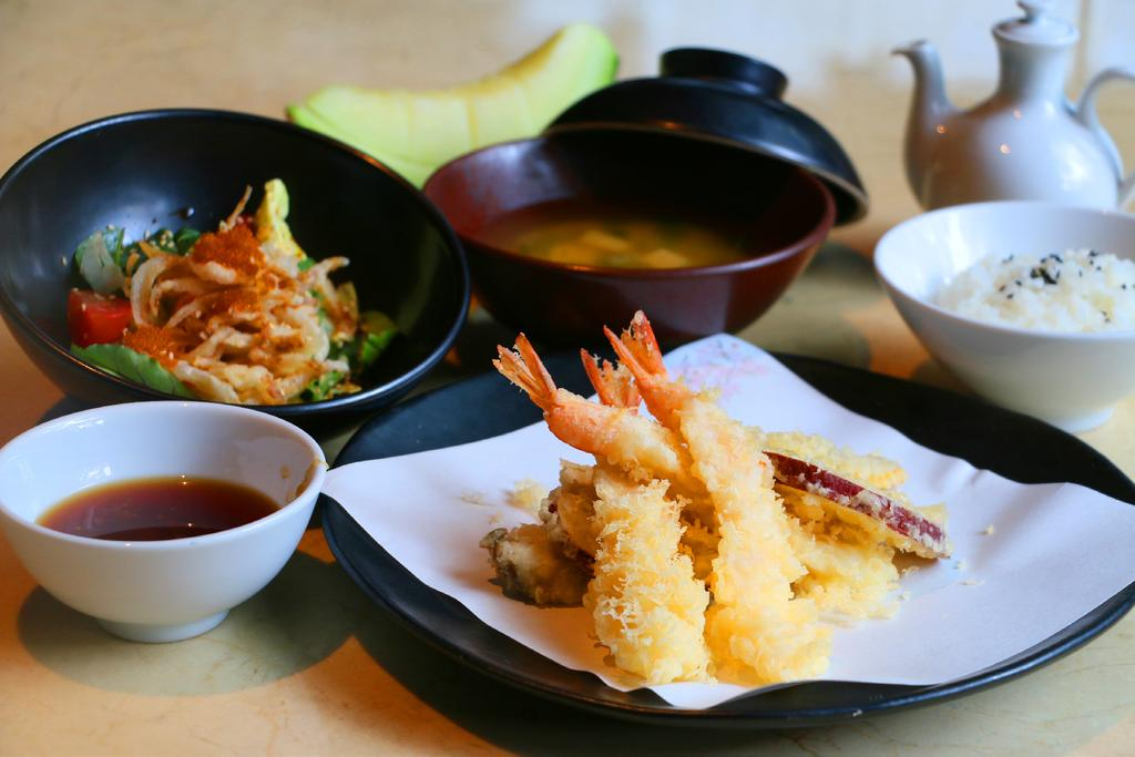 Organic baby leaf and Japanese tomato salad, hot or chilled soba noodle soup, mini tempura, inari sushi &