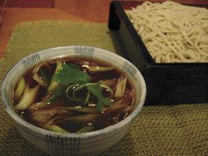 C o l d Cold Homemade Soba & Udon 冷たい蕎麦 うどん 長野県安曇野産の更科粉を使用 We use Azumino buckwheat imported from Nagano, Japan.
