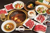 You can enjoy Tokushima Prefecture's famous brand name pork (Awa Pork), as well as high-quality, Japanese-grown chicken (Awa Odori) all in one hot-pot at the reasonable price of 2,400.