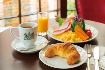 THE BEST RESTAURANTS Enjoy your day from the morning BREAKFAST Kyoto is a popular tourist destination visited by many. Hotel buffets are nice but why not take to the streets for a refreshing stroll?