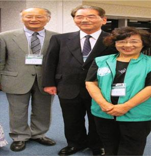 of 211 beds (October 2013); on the right: the hospital director Dr. Takahiro Takemoto (middle) together with Dr.