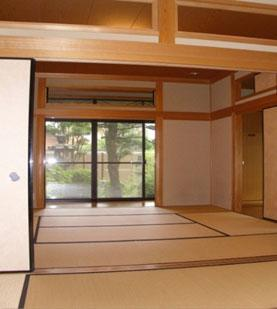 training hall with folding screens and tatami straw mats, and a beautiful Japanese garden